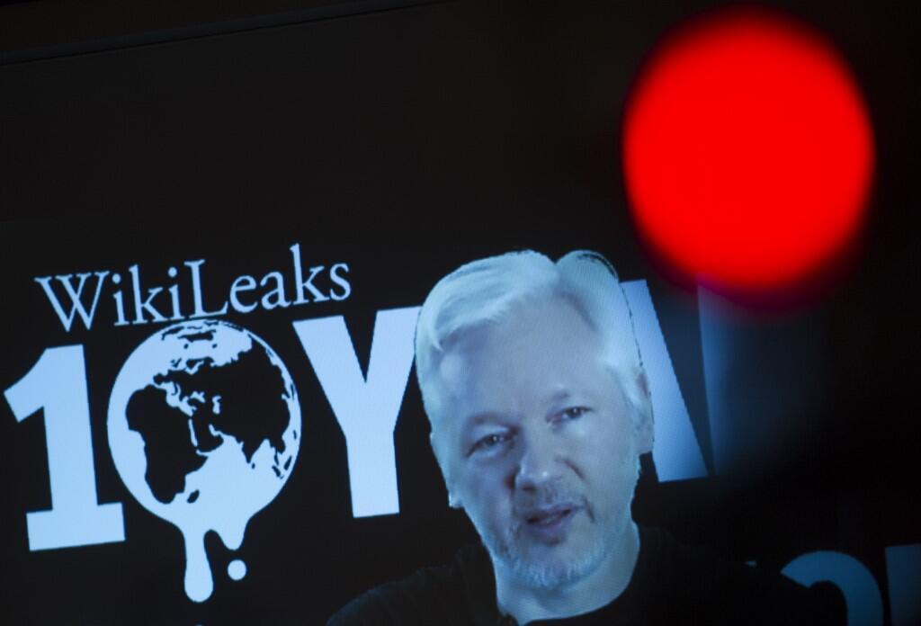 جولیان آسانژ، بنیانگذار سایت افشاگر ویکی لیکس در یک کنفرانس مطبوعاتی از طریق ویدئو. ٤ اکتبر ٢٠١۶