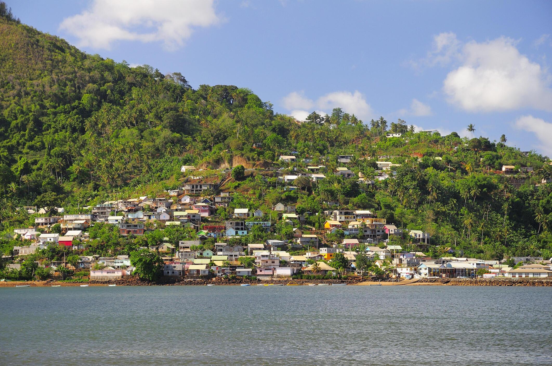 Vue de la mer vers la baie de Chiconi, à Mayotte. (photo d'illustration)