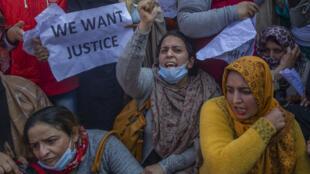Manifestation de femmes de rebelles séparatistes à Srinagar, Cachemire sous contrôle indien, le mardi 23 février 2021.