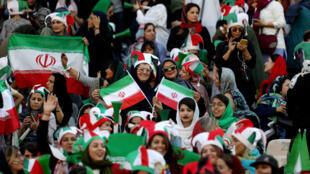 Các cổ động viên nữ Iran mới được phép cổ vũ cho đội tuyển trong trận gặp Cam Bốt trên sân vận động Azadi ngày 10/10/2019.