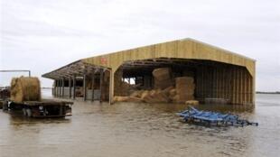 Une grange inondée après le passage de Xynthia, à L'Aiguillon-sur-Mer, le 3 mars 2010.