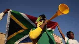 """南非传统乐器""""瓦瓦祖拉"""""""