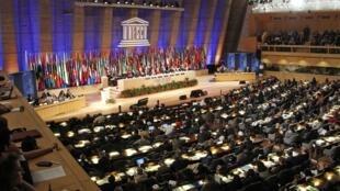 La Palestine est devenue le 195e membre de l'Unesco en recueillant plus de deux tiers des votes, lundi 31 octobre 2011 à Paris.