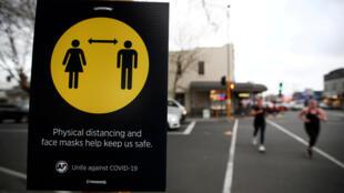 La plus grande ville du pays se reconfine pour trois jours tandis qu'ailleurs en Nouvelle-Zélande les mesures de distanciation sociales sont de nouveau de rigueur.
