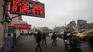 В 2014 году курс евро поднимался до 100 рублей