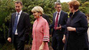 Ảnh minh họa: Từ trái sang phải : Ngoại trưởng Anh Jeremy Hunt, ngoại trưởng Úc Julie Bishop, bộ trưởng Quốc Phòng Anh Gavin Williamson và đồng nhiệm Úc Maryse Payne, tại Edimburg, Scotland, ngày 20/07/2018.