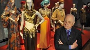 Pierre Bergé inaugurou a retrospectiva Yves Saint Laurent, em Paris.