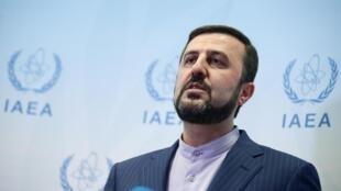 L'ambassadeur de l'Iran auprès de l'AIEA, Kazem Gharib Abadi, lors d'une conférence de presse à l'issue de la réunion du Conseil des gouverneurs au siège de l'organisation à Vienne, le 10 juillet 2019.