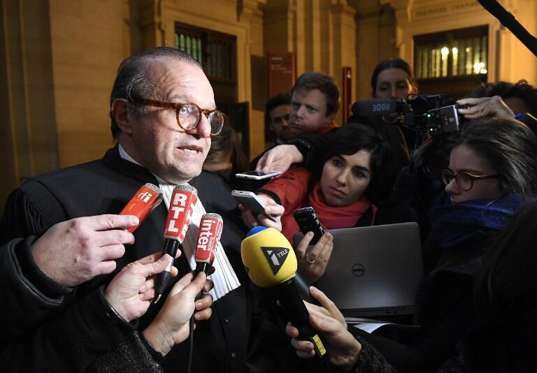 L'avocat de Guy Wildenstein, devant les journalistes, après le verdict.