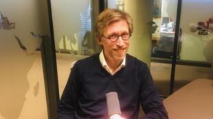 L'écrivain français Sébastien Rutés en studio à RFI (février 2020).