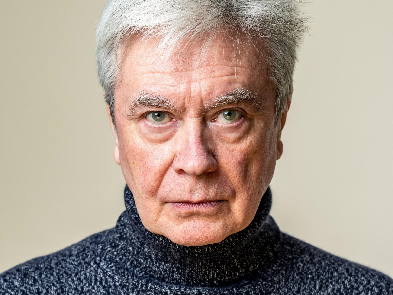 """Portrait du documentariste et dramaturge Thierry Thomas. Il publie """"Hugo Pratt, trait pour trait"""" aux éditions Grasset."""