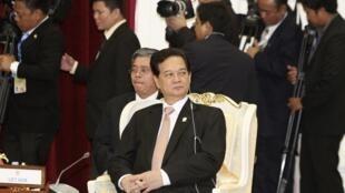 Thủ tướng Việt Nam Nguyễn Tấn  Dũng tại Thượng đỉnh ASEAN, Phnom Penh, Cam Bốt, 04/04/2012
