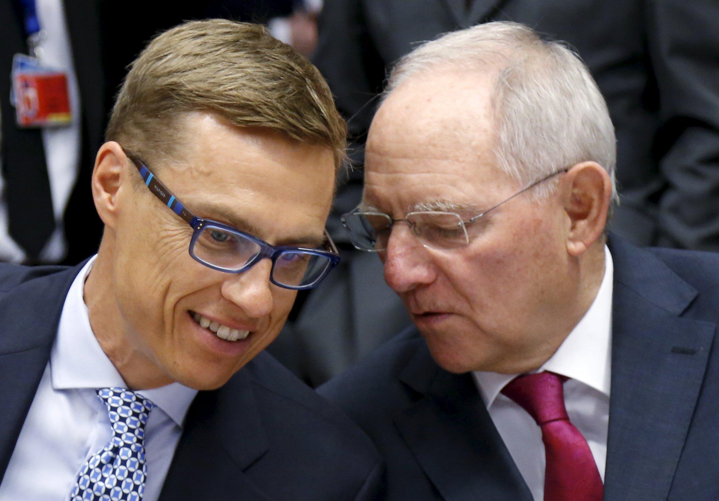 Các bộ trưởng Tài chính Phần Lan Alexander Stubb và Đức nhân một cuộc họp về nợ công Hy Lạp - REUTERS /Francois Lenoir