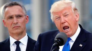 Президент США Дональд Трамп и генеральный секретарь НАТО Йенс Столтенберг в Брюсселе, 25 мая 2017 г.