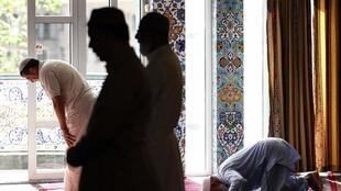 Cerca de 6 milhões de franceses são muçulmanos, mas apenas 41% deles se dizem praticantes, segundo dados do Ifop.