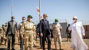 Jean-Pierre Lacroix lors d'une visite au Mali le 22 janvier 2021
