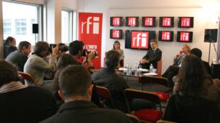 Alain de Pouzilhac , Président directeur général (au centre), Christine Ockrent, Directrice générale déléguée (à droite) et Geneviève Goëtzinger, Directrice déléguée (à gauche) de RFI