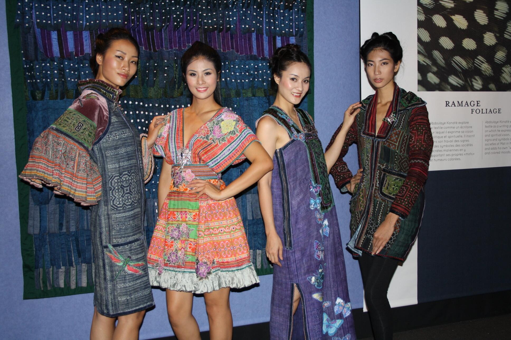 Bốn người mẫu Huyền Trang, Ngọc Hân, Phương Liên và Phạm Trang biểu diễn trang phục của nhà thiết kế Minh Hạnh tại Festival Clermont-Ferrand trong hai ngày 13 và 15/09/2012
