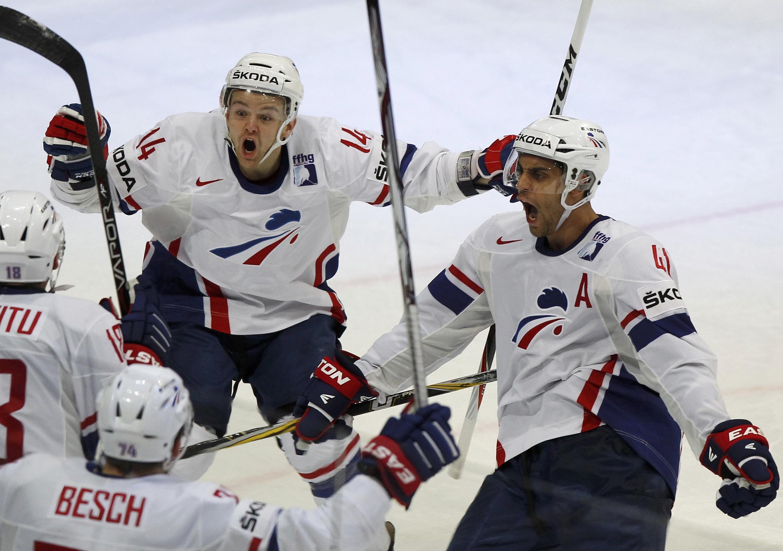 Сборная Франции радуется победе, Хельсинки, 14 мая 2012 года