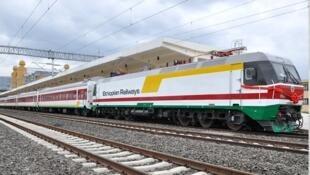 Un train de la ligne de chemin de fer Addis-Abeba-Djibouti, construite par la Chine.