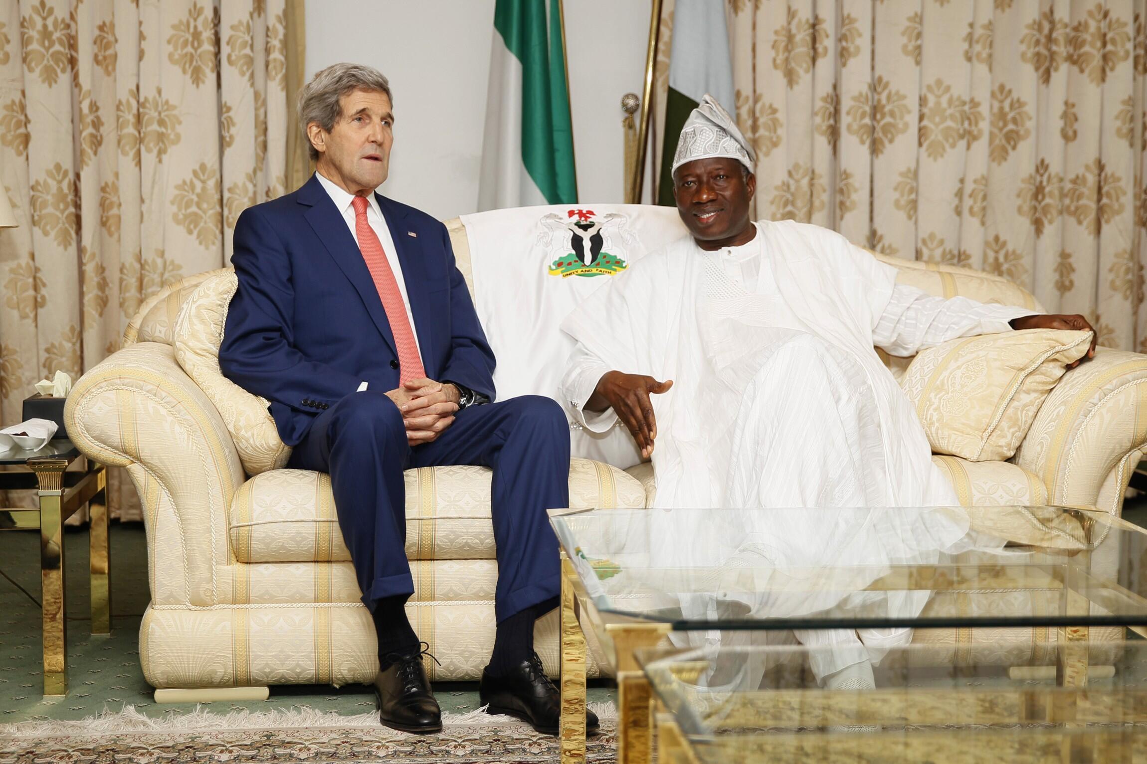 Sakataren Harakokin Wajen Amurka john Kerry yana ganawa da Shugaban Najeriya Goodluck Jonathan kuma Dan takarar Shugaban kasa a Jam'iyyar PDP