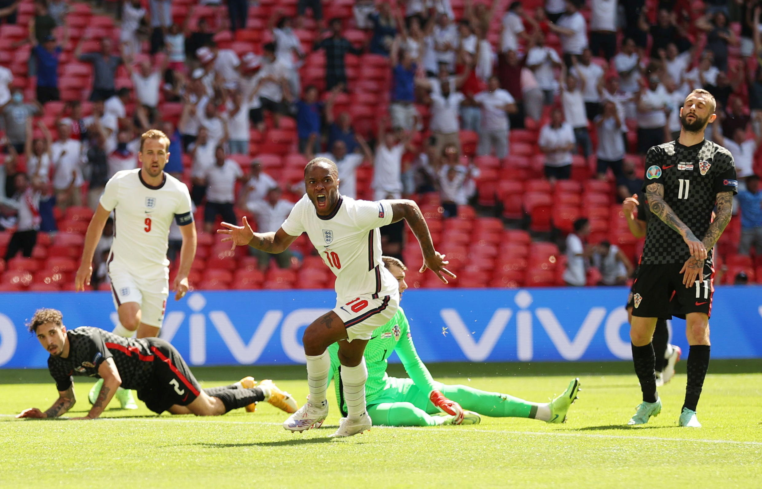 2021-06-13T153833Z_1166553359_UP1EH6D13ND0C_RTRMADP_3_SOCCER-EURO-ENG-CRO-REPORT