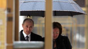 Владимир и Людмила Путины на выборах, 2 марта 2008 года. (Архив)