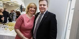 O Primeiro - ministro islandês, Sigmundur David Gunnlaugsson, e a sua esposa