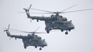 Hélicoptères biélorusses Mi-8 en formation dans le cadre des manoeuvres militaires Zapad auxquelles participent la Russie et la Biélorussie, le 17 septembre 2017.