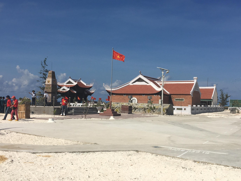 Chùa Vinh Phúc và cột mốc chủ quyền trên đảo Phan Vinh, Trường Sa.