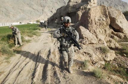 Lính Mỹ tuần tra ở vùng ngoại ô Kandahar ngày 19/8/2010.