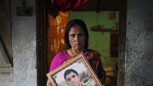 Fatema a perdu son fils Nurul Karim et sa fille Arifa dans la catastrophe du Rana Plaza, le 24 avril 2013.