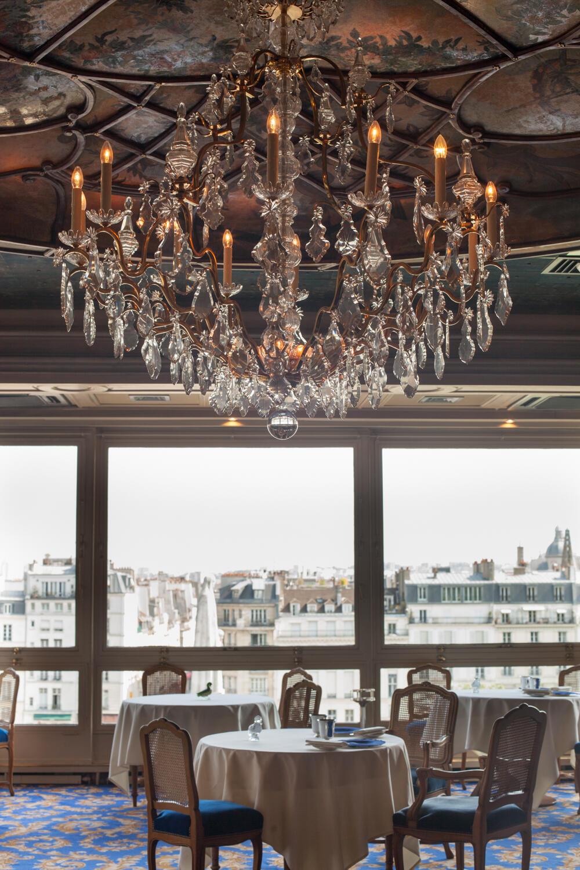 Такая панорама встречает посетителей, когда те входят в ресторан