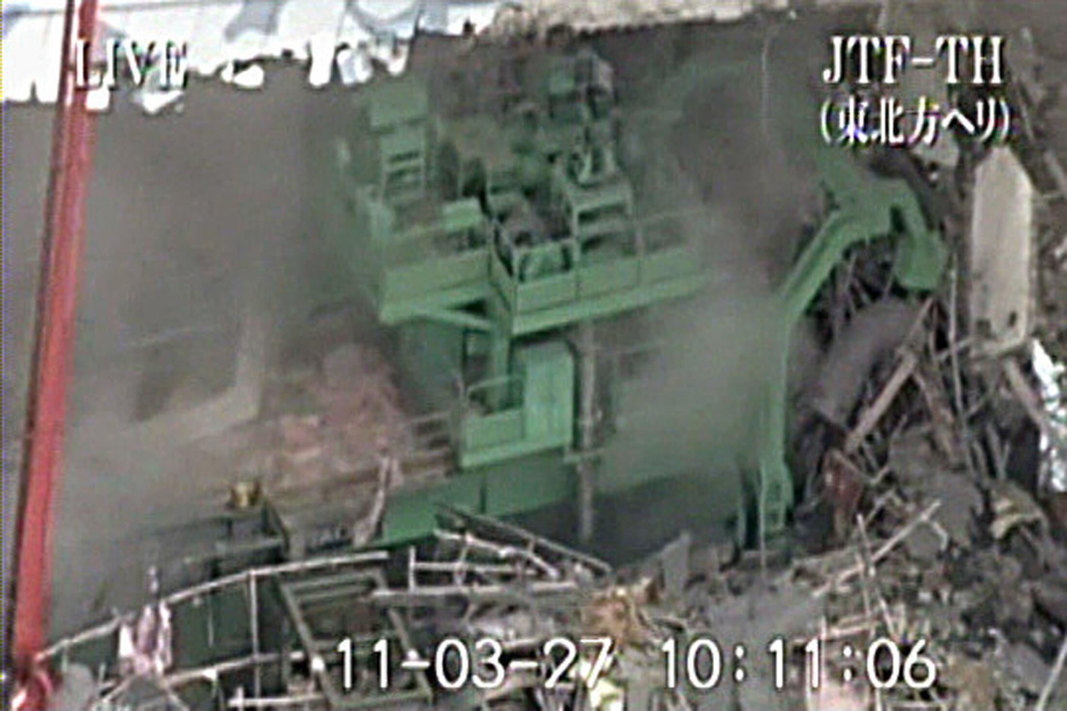 La radioactivité qui se dégage du réacteur numéro 4 et de celle des autres réacteurs inquiète toujours les autorités japonaises, le 28 mars 2011.