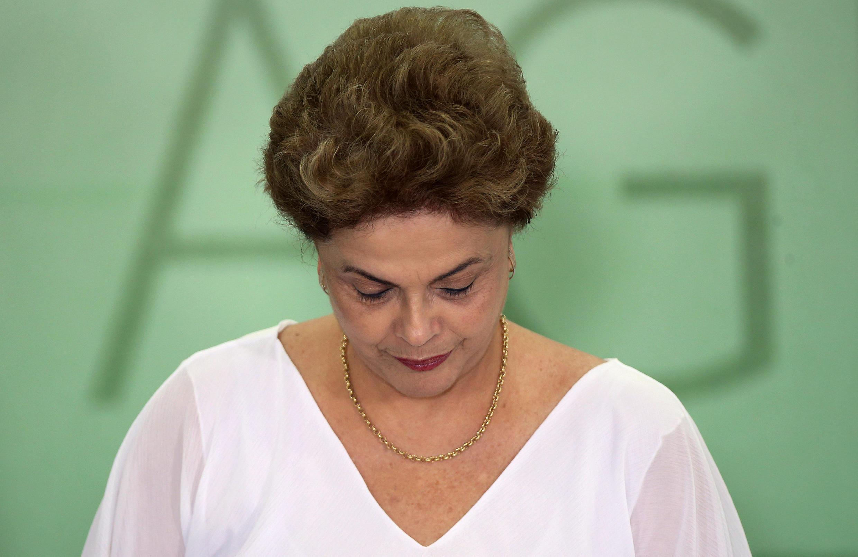 La présidente Dilma Rousseff s'enlise de jour en jour dans la crise politique brésilienne.
