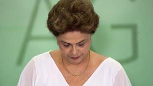 Jornal Le Figaro defende saída de Dilma para acelerar a recuperação do Brasil.
