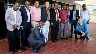 En amont de la formation, une réunion a été organisée à l'Alliance française de Nairobi, avec les responsables des radios Elgon Youth de Webuye, Lodwar de Lodwar, Yat et Garsen de Litein, Mwanedu de Voi, Mtaani et Qwetu de Nairobi et Domus de Ngong.