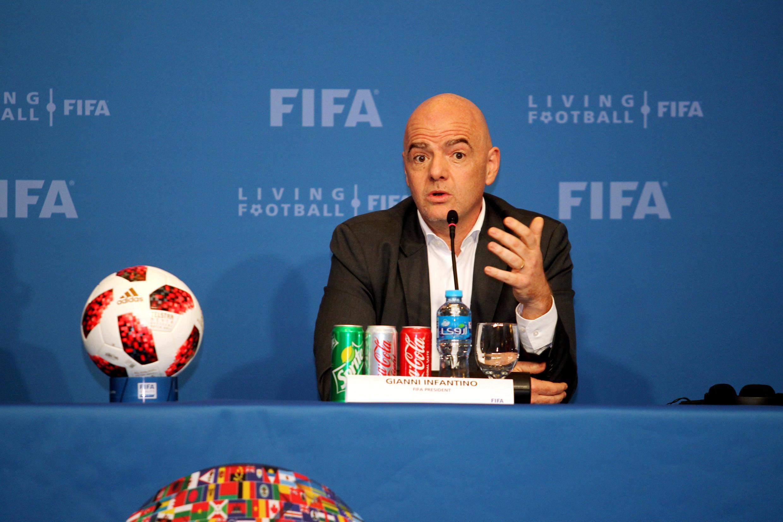 جیانی انفانتینو رئیس فیفا در یک کنفرانس خبری در دوحه