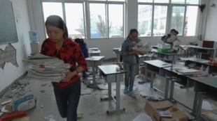 四川雅安地震后鲁山县的一个教室2013年4月22日