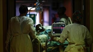 La epidemia de coronavirus sigue avanzando en Francia. El miércoles, Francia sumó 41.622 nuevas contaminaciones, un récord.