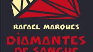 """Capa do livro """"Diamantes de sangue : corrupção e tortura em Angola"""" de Rafael Marques."""