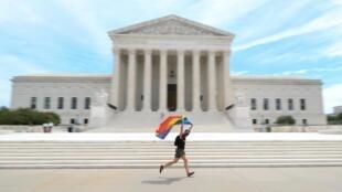 La Corte Suprema de Estados Unidos dictaminó que un empleado no puede ser despedido por su homosexualidad.