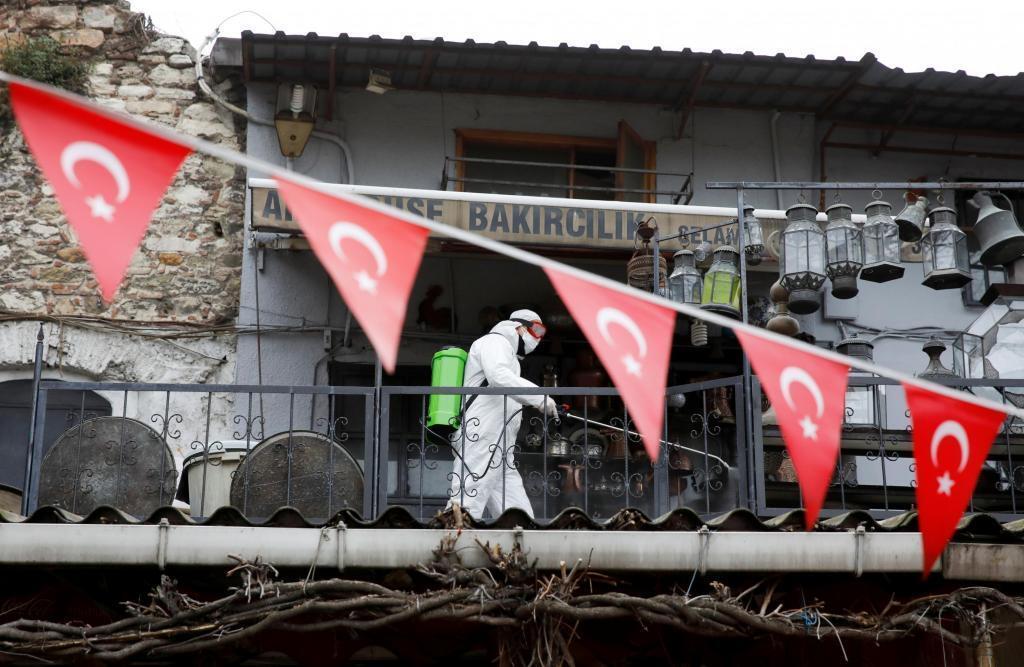 Le Grand Bazar d'Istanbul, le 25 mars 2020, fermé au public et en cours de désinfection.