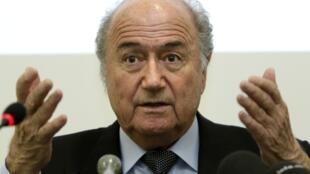 O presidente da FIFA, Joseph Blatter, durante a coletiva nesta segunda-feira, em Genebra.
