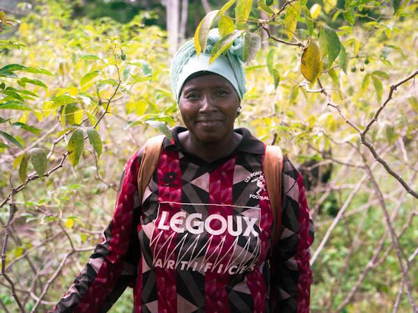 Christine Bomo Andinga, après une longue vie de fonctionnaire, est devenue agricultrice. Une stratégie plus que rentable.