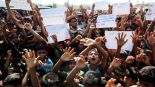 Hàng trăm người Rohingya Miến Điện tị nạn tại Bangladesh phản đối hồi hương tại trại Unchiprang, Teknaf, Bangladesh, ngày 15/11/2018.