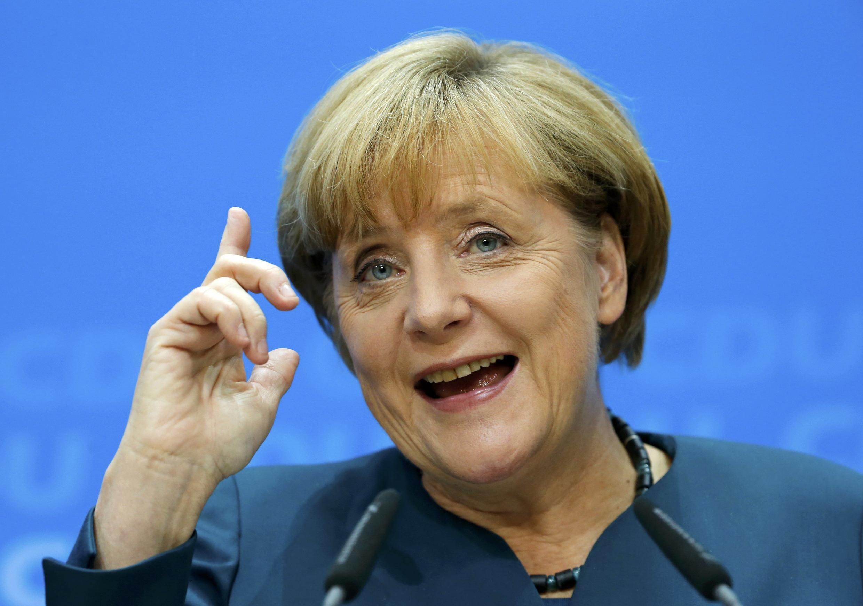 A chanceler alemã, Angela Merkel, dá os primeiros passos para a formação de um governo de coalizão na Alemanha.