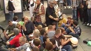 Сидячая акция Стратегии-31на Триумфальной площади. Москва 31/08/2011