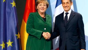 Angela Merkel e Nicolas Sarkozy, na durante uma coletiva de imprensa, no dia 9 de outubro de 2011.