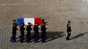 Dia de luto nacional: a França dá o último adeus ao ex-presidente francês Jacques Chirac, que faleceu na última quinta-feira, aos 86 anos.
